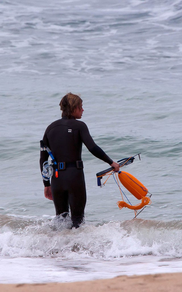 I would have preferred to see this diver holding camera gear in his hands.